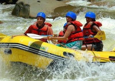 Sarapiqui-River-Rafting-Class-III-and-IV
